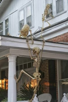 creative use of skeleton halloween decorations if i had a two story house