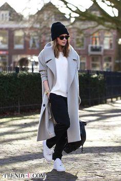 Серое пальто-кокон и шапка-носок