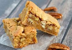 We love these buttery and delicious Butterscotch Bars. You can whip up a batch in minutes! Bon Dessert, Dessert Bars, Butterscotch Bars, Maple Bars, Low Carb Cheesecake, Cheesecake Brownies, Lemon Bars, Cookie Bars, Bar Cookies