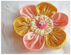 Ideas for handmade – Flowers made of cloth with his own hands pictures) Handmade Flowers, Diy Flowers, Beaded Flowers, Making Fabric Flowers, Flower Making, Fabric Flower Tutorial, Diy Hair Bows, Flower Crafts, Fabric Crafts