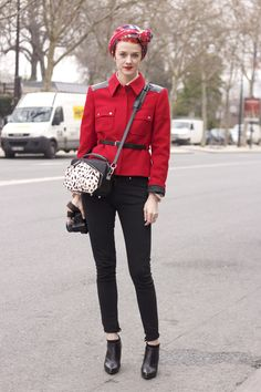 Image issue du site Web http://meelleyou.files.wordpress.com/2013/01/red-military-jacket.jpg