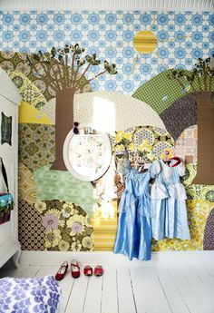 Retro Villa Wallpaper for playroom. Casa Kids, Wall Wallpaper, Playroom Wallpaper, Wallpaper Awesome, Retro Wallpaper, Kid Spaces, Kids Bedroom, Childrens Bedroom, Bedroom Sets