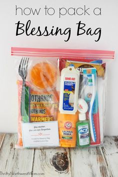 Pack a Blessing Bag to give to people in need with free printable checklist & encouragement cards Source by thriftynwmom Bags Homeless Bags, Homeless Care Package, Homeless Shelters, Homemade Gifts, Diy Gifts, Blessing Bags, Little Presents, Thanksgiving, Helping The Homeless