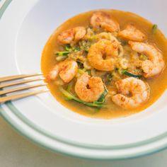 Veja aqui esta receita de Esparguete de courgette com caril e camarão. Esta e outras receitas em Nestlé Cozinhar.