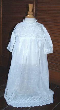 Rare ancienne robe de baptême brodée - en parfait état