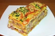 Lasagna with tomato, cheese and ham Ingredients: 250 g lasagne sheets 1 kg of tomatoes 500 grams of ham 300 g of cheese Maasdam (or any hard Beer Recipes, Seafood Recipes, Appetizer Recipes, Snack Recipes, Chicken Recipes, How To Cook Lasagna, Ukrainian Recipes, Tomato And Cheese, Avocado Recipes