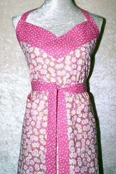 This fun and flirty bib apron blends a bright daisy print on pink with a white dots on pink pattern. Cooks from Plus to Petite size will benefit from this style with generous width and wrap around shape.  Women's Apron • Kitchen Apron • Pink Daisy Apron • Bib Apron • 2 Pocket Apron • Feminine Shape Apron • Pink Halter Apron • FREE SHIPPING