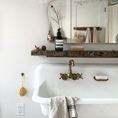 My love for these textures will forever make my soul happy. #oldwood #troughsink #antiquebrass #fortheloveoflinen #aesop #dryflower #frenchsoap #vintage #bathroomdesign #mybeigelife #country #simpledesign #milkandhoneylife #apartmenttherapy #howedwell #webelieveinhome    #Regram via @CCEBAPJpV2A