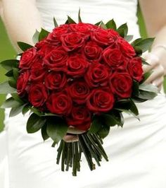 pure red bridal bouquet of red roses with touch of green - Decoration De Cuisine 2015 En Rose