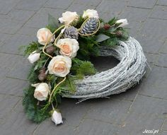 Jessi na tragach Vitrel 2017 Christmas Candle Decorations, Christmas Flowers, Fall Flowers, Flower Decorations, Christmas Wreaths, Deco Floral, Arte Floral, Funeral Floral Arrangements, Cemetery Decorations