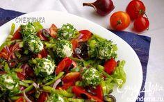 Салат с томатами, перцем, маслинами и шариками из рикотты   Кулинарные рецепты от «Едим дома!»