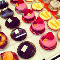 French desserts ♥ too pretty to eat … almost. instagram @camilleaubrie