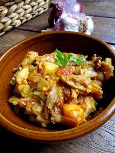 Spécialité de la Slovénie Voici une recette toute simple et délicieuse et aux couleurs de l'automne. Ce goulash est une spécialité slovène que l'on réalise avec des pleurotes, mais comme j'avais aussi acheté des girolles je les ai ajouté et le résultat était encore meilleur!Ingrédient