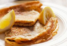 Je T'aime Paris…and Crêpes! Whether savory or sweet – a buckwheat galette fil… Thin Pancakes, Paris Food, Crepe Cake, Best Street Food, Mille Crepe, Grand Marnier, Ham And Cheese, Buckwheat, Nutella
