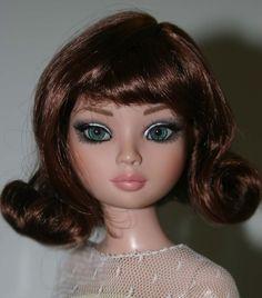Charmaine Long Curly Blond Wig Size 6-7  Ellowyne Evangeline Kish Tonner