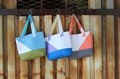 DIY: asymmetrical color block totes / Faça você mesmo: sacolas em blocos de cores assimétricos