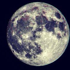 Spoiler da super lua de hoje a noite. Pronto! Podem ir dormir cedo.