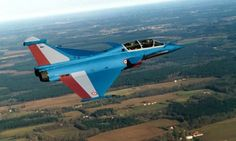 La Patrouille de France passe sur Rafale en soutien à Dassault