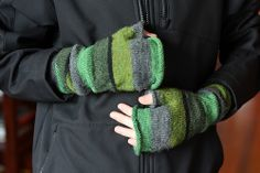 Slouchy Fingerless Mitts by The Italian Dish, via Flickr