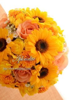 ウエディングブーケ専門ショップ・アフロディーテ(Wedding Bouquet Aphrodite) ひまわりのクラッチブーケ
