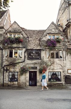 The Bridge Tea Rooms in beautiful Bradford on Avon in Wiltshire - . - The Bridge Tea Rooms in beautiful Bradford on Avon in Wiltshire – … The Bridge - The Places Youll Go, Places To Go, Bósnia E Herzegovina, Bradford On Avon, Bradford England, Voyage Europe, Yorkshire Dales, Yorkshire England, England And Scotland