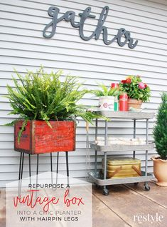 Repurpose a vintage box with affordable hairpin legs from Crates and Pallet Flea Market Decorating, Upcycled Home Decor, Repurposed Items, Diy Home Decor, Recycled Furniture, Home Furniture, Furniture Projects, Painted Furniture, Craft Projects