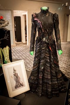 Elphaba Thropp 's Act II Dress - Wicked The Musical<<< So planning something like this for next years costume.it will be an undertaking for sure, but, I really want to emulate this style! Broadway Wicked, Wicked Musical, Broadway Plays, Broadway Theatre, Musical Theatre, Broadway Costumes, Wicked Costumes, Theatre Costumes, Movie Costumes