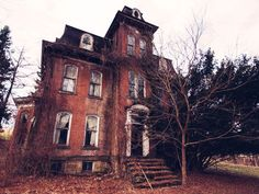 8 Real Haunted Houses You Can Actually Visit - America's Most Haunted