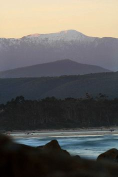 Plettenberg Bay - winter (Yes, it does snow on the Tsitsikama-mountains! The Beautiful Country, Beautiful Places, Knysna, Countries Of The World, Continents, Beautiful Gardens, South Africa, Scenery, Places To Visit
