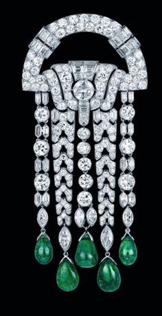 Art deco emerald and diamond brooch circa 1920 by Vancleef & Arpels