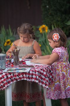 kids table, backyard wedding
