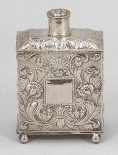 Teedose Wohl Ostfriesland, 18. Jh. Silber. Punzen: Herst.-Marke, Krone. 14 x 9 x 5,5 cm. Gew.: 190 g