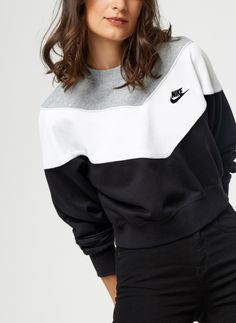 Nike Sweatshirt - Sweat Court Femme Nike Sportswear Her (Noir) - Vêtements chez Sarenza Cute Comfy Outfits, Sporty Outfits, Nike Outfits, Nike Sweats Outfit, Nike Fashion Outfit, Nike Leggings, Nike Shirts Women, Nike Women, Nike Sportswear