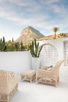 A designer creates his dream house - PLANETE DECO a homes world - Exterior Design Design Exterior, Interior And Exterior, Modern Exterior, Outdoor Spaces, Outdoor Living, Outdoor Decor, Ikea Pinterest, Terrasse Design, Peaceful Home