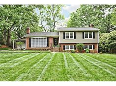 split level homes exterior color suggestions - Bing Images Exterior Paint Colors For House, Paint Colors For Home, Paint Colours, Exterior Colors, Exterior Siding, Exterior Design, Tri Level House, Split Level Exterior, Green Siding