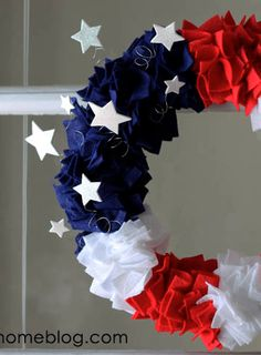 Super easy (and cheap) fourth of July craft idea. This is a great project to do with friends too!
