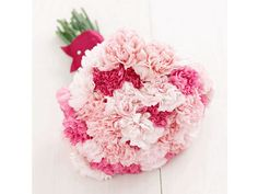 Bouquet de noiva de cravos rosa, da Okamoto Flores