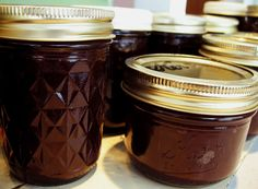DIY apple butter.  yum.  so glad we're getting into apple season now.  i can't wait!!