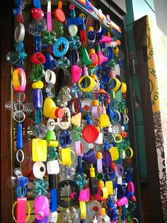Recycling- I love this. Teach about recycling then recycling everything from the week to make a cool door (or window) decoration! Recycled Art Projects, Recycled Crafts, Diy Projects, Recycled Yard Art, Crafts From Recycled Materials, Recycled Products, Recycled Jewelry, Sensory Wall, Sensory Rooms