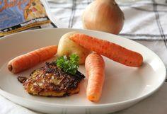 Root steak with potato, onion, carrots, Cheezly, anise and salt. Vegaanijuurespihvi: raastettua porkkanaa ja perunaa, sipulia, vegaanista juustoa raastettuna (Cheezly), suolaa, anista. Paistetaan pannulla kookosrasvassa.