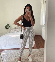 15 süße Crop Tops, die jedes Mädchen im Jahr 2019 besitzen sollte - Sommer-Outfits - Frauen S. 15 cute crop tops every girl should own in 2019 - summer outfits - women summer fashion, outfits ideas Crop Top Outfits, Cute Casual Outfits, Sporty Outfits, Cute Summer Outfits, Stylish Outfits, Spring Outfits, Outfits For School Summer, School Outfits, Spring School