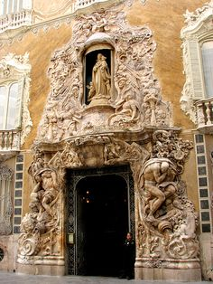 """Valencia, Museo Nacional De Ceramica Gonzalez Marti..The construction of the old building of the Palace is because of Perellós Rabassa family, marriage saga begun by Francesc de Perellós and Joana Rabassa. It will be his grandson, Giner and Montagut Perellós Rabassa, who acquired the manor of Dos Aguas in 1496 """"Understated"""" entrance"""