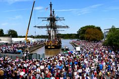 L'Hermione est rentrée à Rochefort. Hermione, proud of three-masted replica of La Fayette, has come full circle Saturday after it's journey to the Americas, returning to its home port of Rochefort (Charente-Maritime).  Director: Aurélie Delaunoy