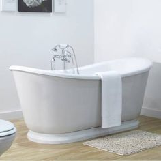 Combining modern and traditional design this double ended freestanding slipper bath will complement both modern and traditional style bathrooms creating a look that will stand the test of time.