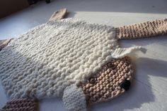 Alfombra de oveja plana / estera / manta / cama por WolverineKnits, $55.00