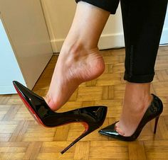 Sexy Legs And Heels, Sexy High Heels, High Heels Stilettos, Stiletto Heels, Pumps, Beautiful Heels, Gorgeous Feet, Ugly Shoes, Female Feet