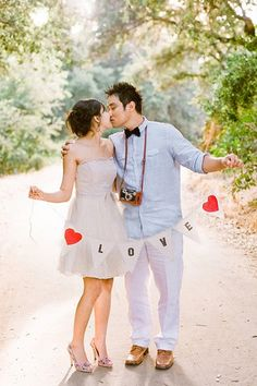 Engagement Photo Poses and Ideas - should we make this and bring it to Taiwan?