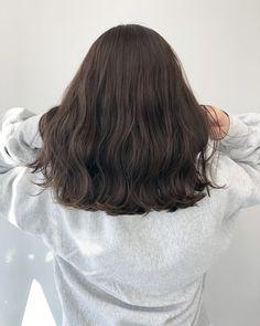 Korean Short Hair, Short Wavy Hair, Hair Korean Style, Medium Hair Styles, Medium Hair Cuts, Short Hair Styles, Cool Tone Brown Hair, Coffee Hair, Permed Hairstyles