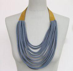 Ketten mittellang - textiler halsschmuck mit leder in senf und grau - ein Designerstück von StAnderswo bei DaWanda