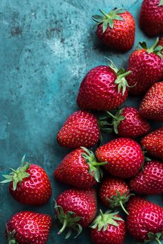 Strawberries | by Laura Domingo #primavera #fresas www.celestianshop.com